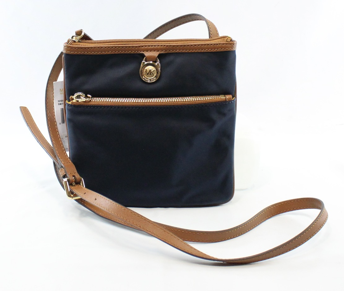 Free shipping and returns on crossbody bags at xflavismo.ga Shop top brands like Gucci, Sole Society, Rebecca Minkoff and more. Read product reviews or ask questions.